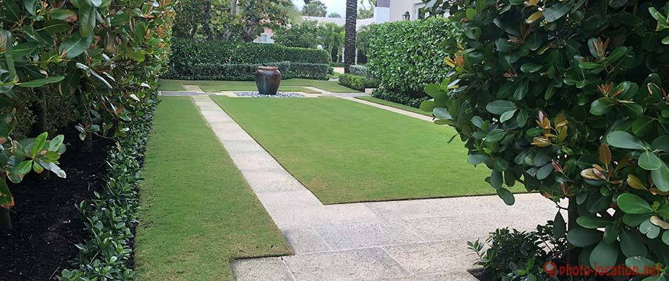 This lawn in Gulf Stream, FL benefits from landscape and lawn maintenance.